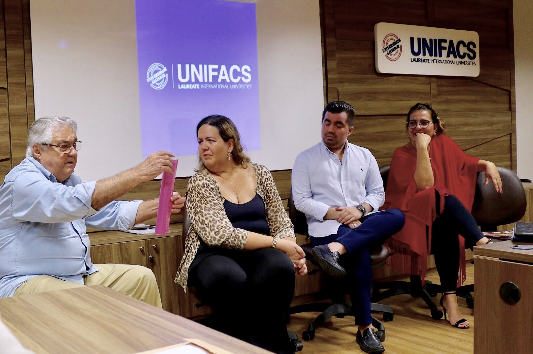 CURTO-CIRCUITO RECEBE DIRETORES DE PRINCIPAIS REVISTAS BAIANAS