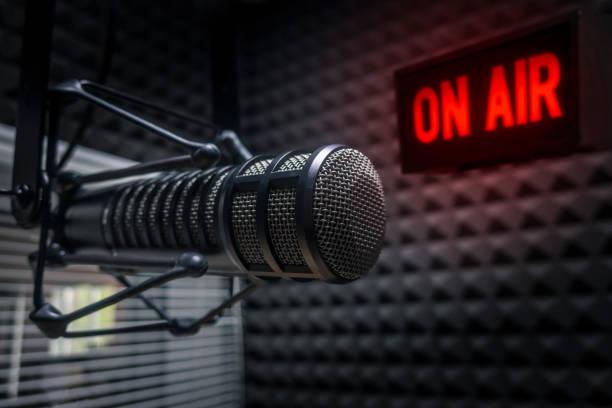 """Podcast """"Está Noar"""" traz temas polêmicos associados à filmes e séries"""