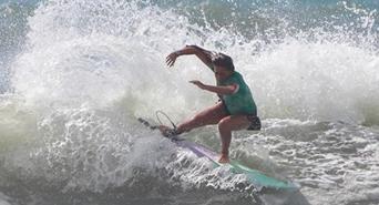 Representatividade: mulheres buscam mais oportunidades no surf