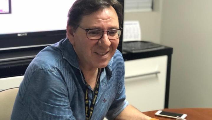 Jornalista Ronaldo Jacobina incentiva estudantes a escreverem colunas com pautas sociais
